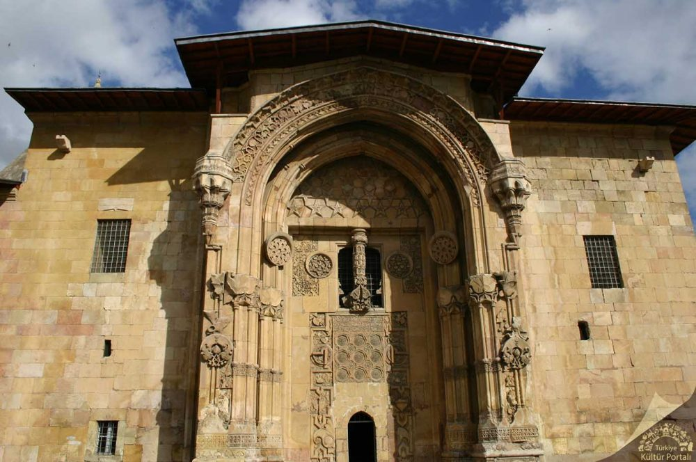 divrig darussifasi 1000x664 - Divriği Ulu Camii ve Darüşşifası
