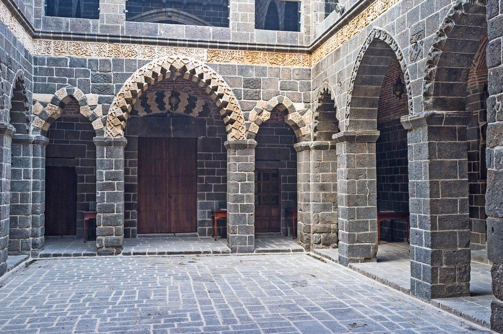 diyarbakir mesudiye medresesi 1000x664 - Diyarbakır da Gezilecek Yerler