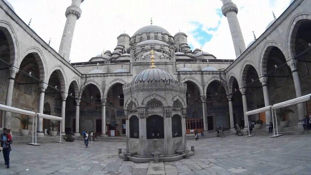 eminonu yeni camii 1000x563 - İstanbul'da Gezmek
