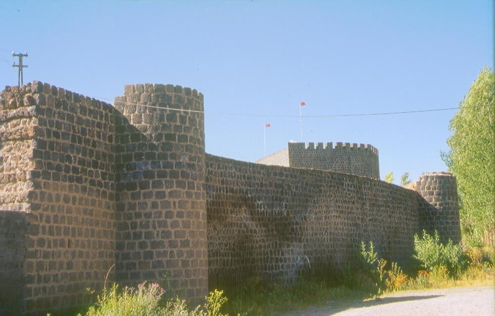 malazgirt kalesi 1000x640 - Muş'ta Gezilecek Yerler
