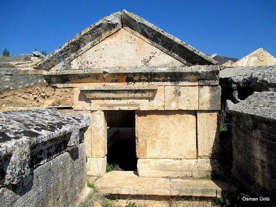 pamukkale anadolu mezarlıgi - Pamukkale Travertenler