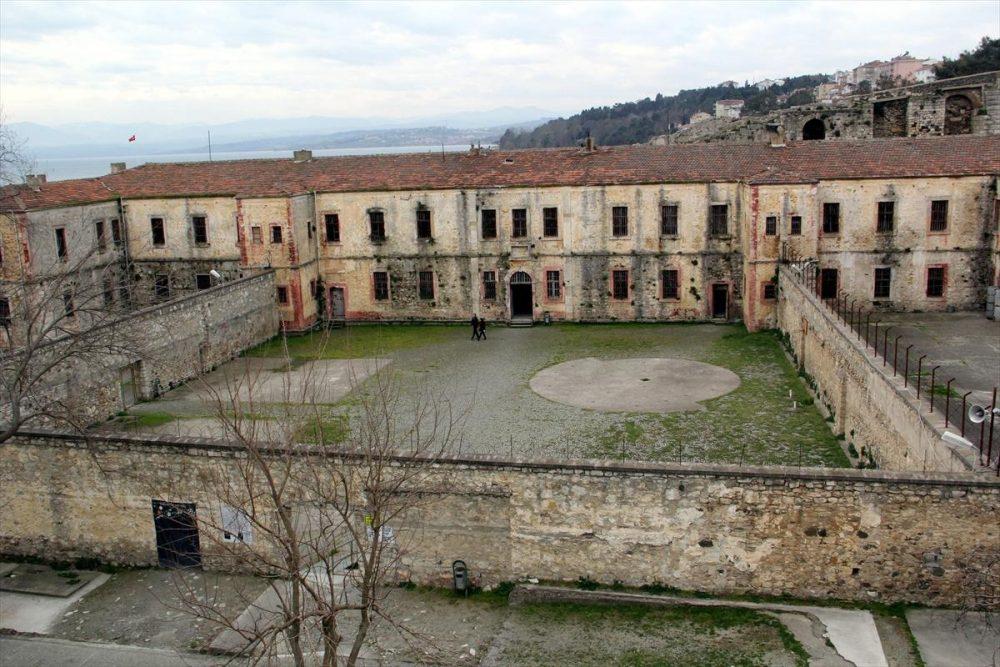 tarihi sinop cezaevi 1000x667 - Sinop da Gezilecek Yerler