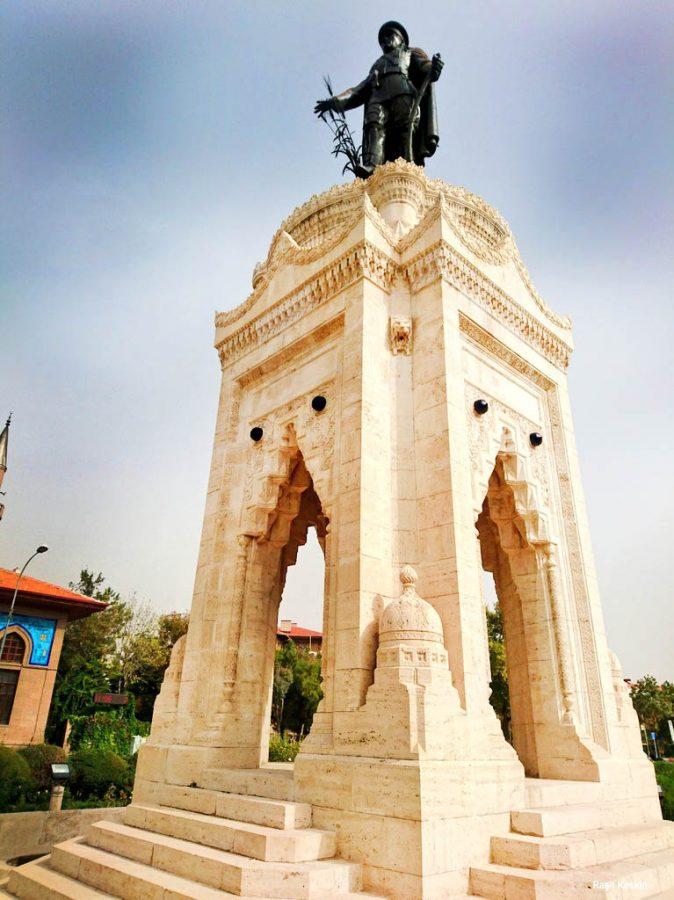 konya ataturk heykeli 674x900 - Konya da Gezilecek Yerler