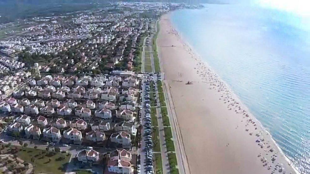 kusadasi uzun plaj 1000x563 - Aydın Kuşadası