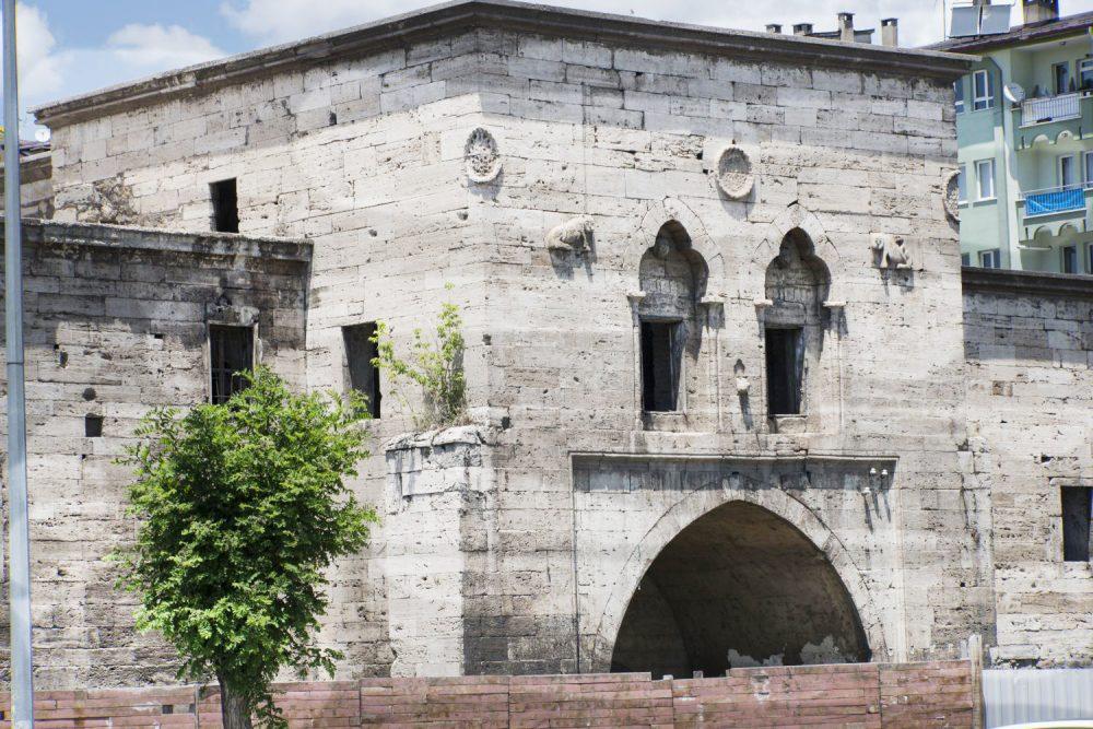 behram pasa hani sivas 1000x667 - Sivas da Gezilecek Yerler